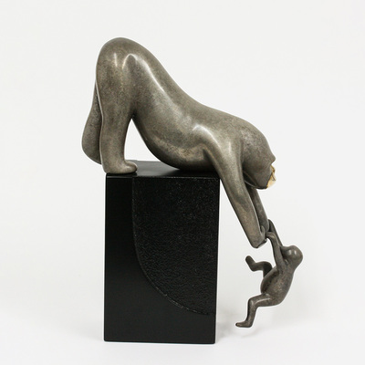 "Loet Vanderveen - GORILLA & BABY ON BASE (505b) - BRONZE - 8.5 X 4.25 X 12 - Free Shipping Anywhere In The USA! <br> <br>These sculptures are bronze limited editions <br> <br><a href=""/[sculpture]/[available]-[patina]-[swatches]/"">More than 30 patinas are available</a>. Available patinas are indicated as IN STOCK. All others must be ordered. Please call the galleries with special order details if not in stock."